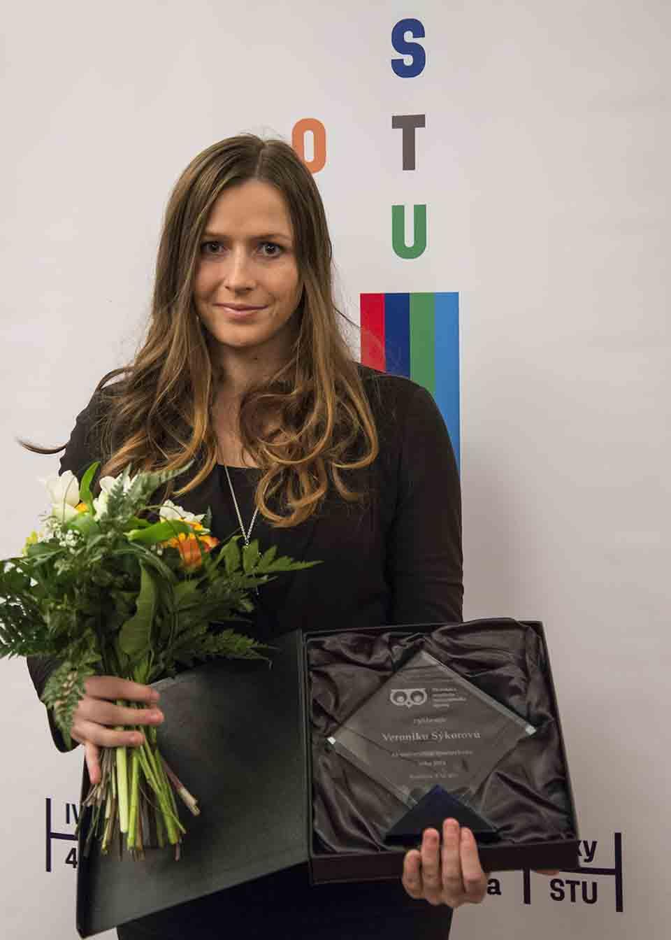Na snímke strelkyňa Veronika Sýkorová získala hlavnú cenu Univerzitný športovec roka 2016 za prvé miesto v skeete na Akademických majstrovstvách sveta 2016, ktoré organizuje Medzinárodná federácia univerzitného športu (FISU) 8. decembra 2016 v Bratislave. FOTO TASR - Jakub Kotian