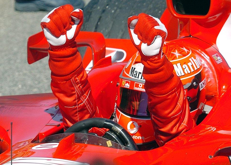 Pg15 Imola - Víťazom 4. podujatia tohto ročníka seriálu MS pretekov F1 v Imole sa stal Nemec Michael Schumacher na Ferrari. Na sn. sa teší z víťazstva . TASR/AP