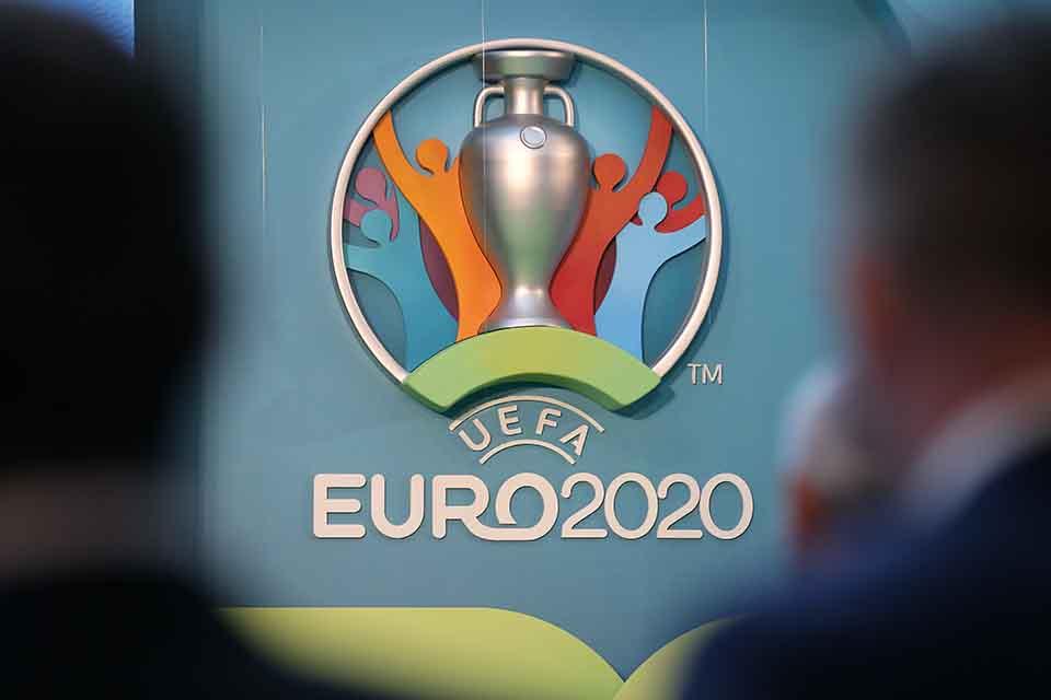 acd91fd7c00cc Na snímke logo kontinentálneho šampionátu EURO 2020, 21. septembra 2016 v  Londýne. Majstrovstvá Európy vo futbale 2020 sa uskutočnia sa v dňoch 12.  júna až ...