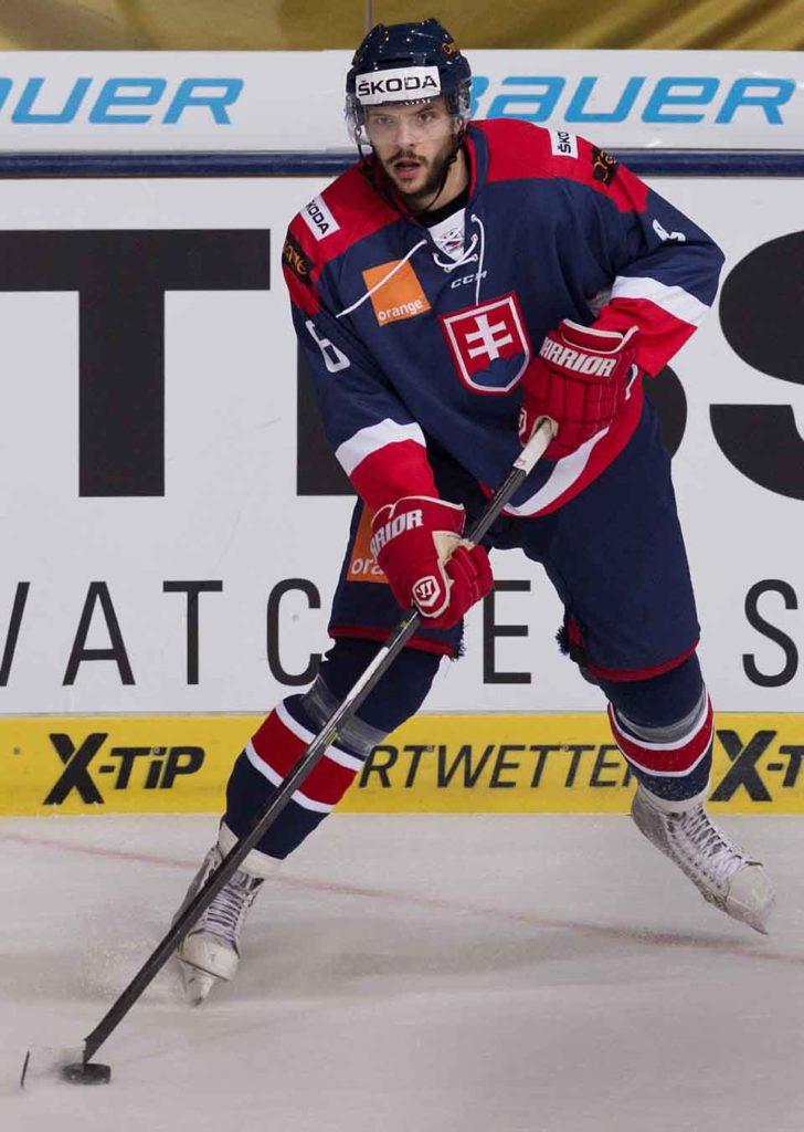 Na snímke debutant v národnom drese Slovenska Tomáš Bokroš v hokejovom zápase na Nemeckom pohári medzi Slovenskom a Kanadou 7. novembra 2014 v Mníchove. FOTO TASR - Martin Baumann