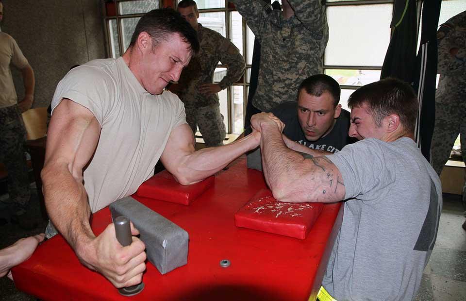Pretláčanie rukou - armwrestling