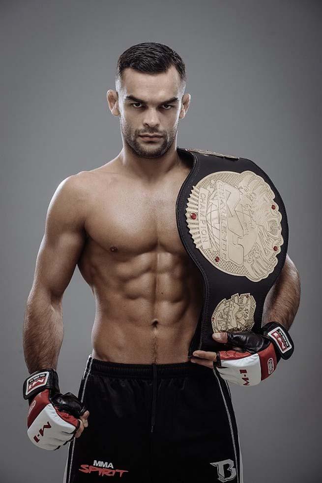 Ivan Buchinger s opaskom MMA