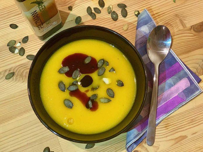 Tekvicová polievka s kokosovým mliekom