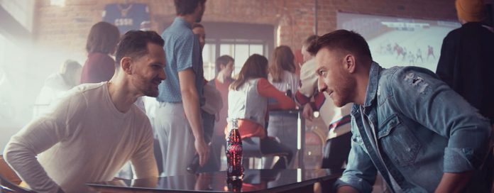 záber z hokejového reklamného spotu Coca-Cola